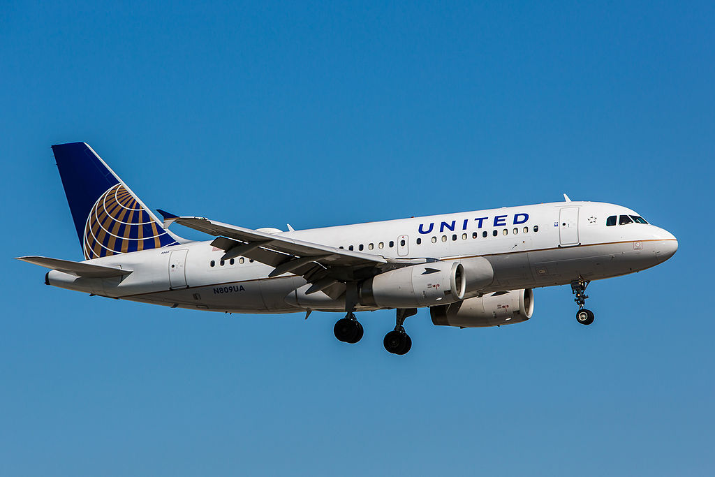 Airbus A319-131 cn:serial number- 825 United Airlines Fleet 1998 to date as N809UA