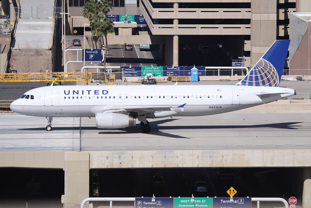 Airbus A320-200 N423UA of United Airlines at Phoenix Sky Harbor International Airport