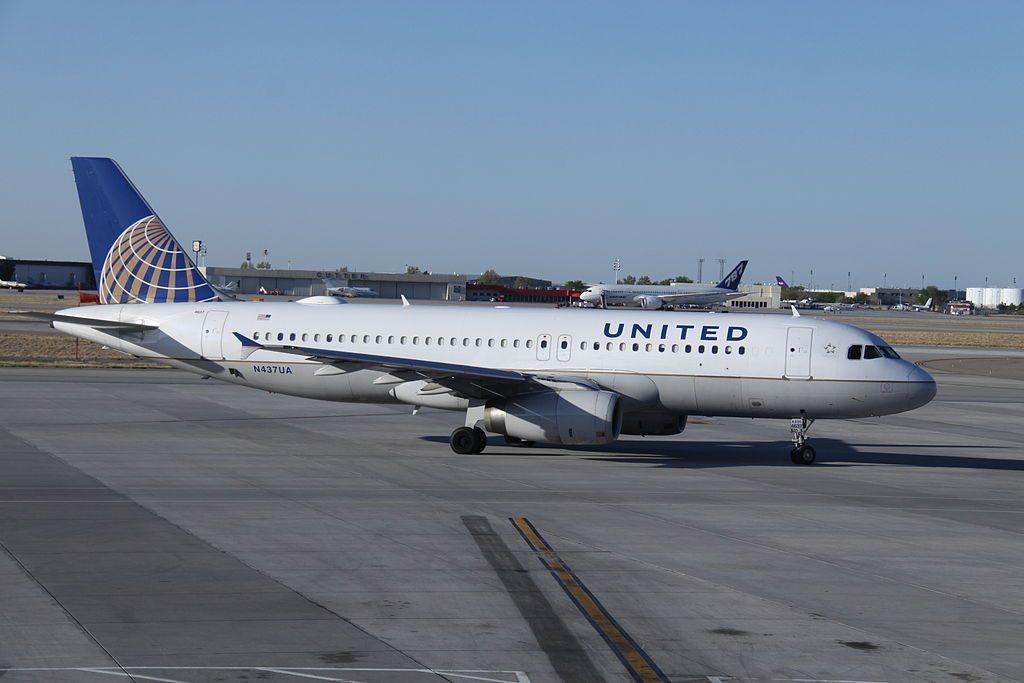 Airbus A320-200 United Airlines Aircraft Fleet N437UA at Albuquerque International Sunport
