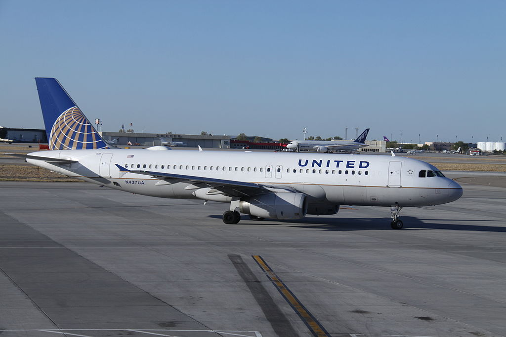 Airbus A320-200 United Airlines Aircraft Fleet N437UA at Albuquerque International Sunport