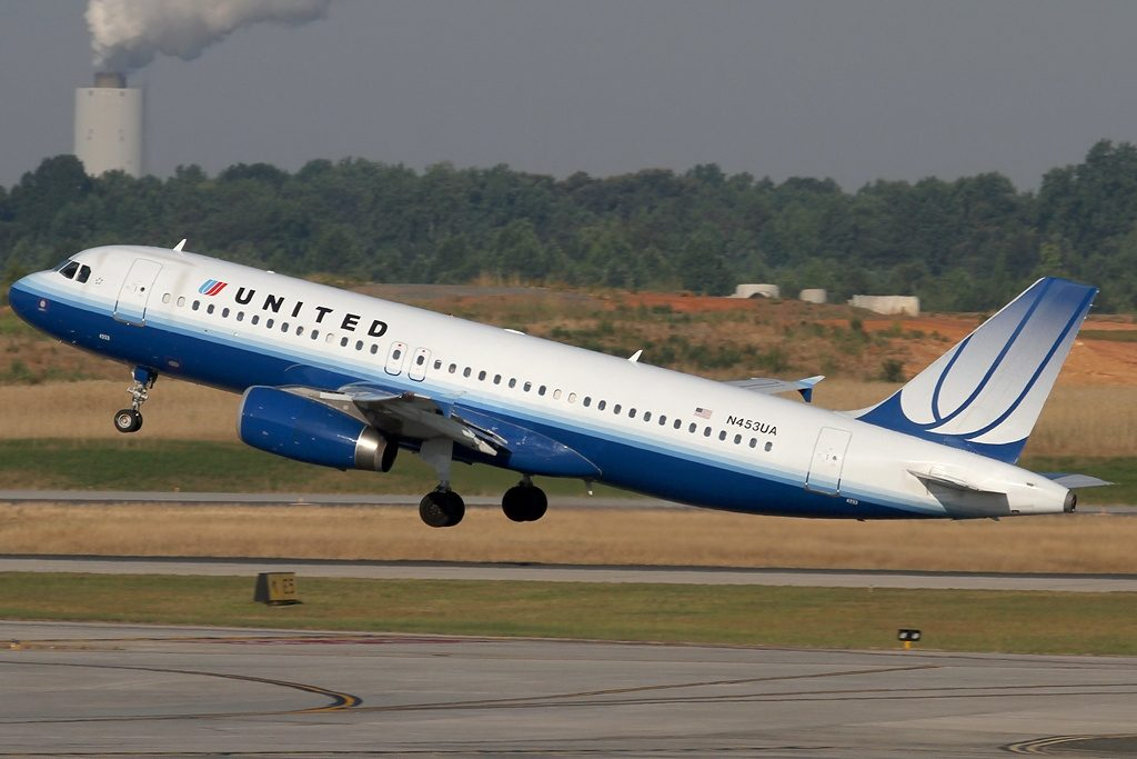 Airbus A320-232, United Airlines Fleet N453UA at Charlotte - Douglas International (CLT : KCLT), USA - North Carolina