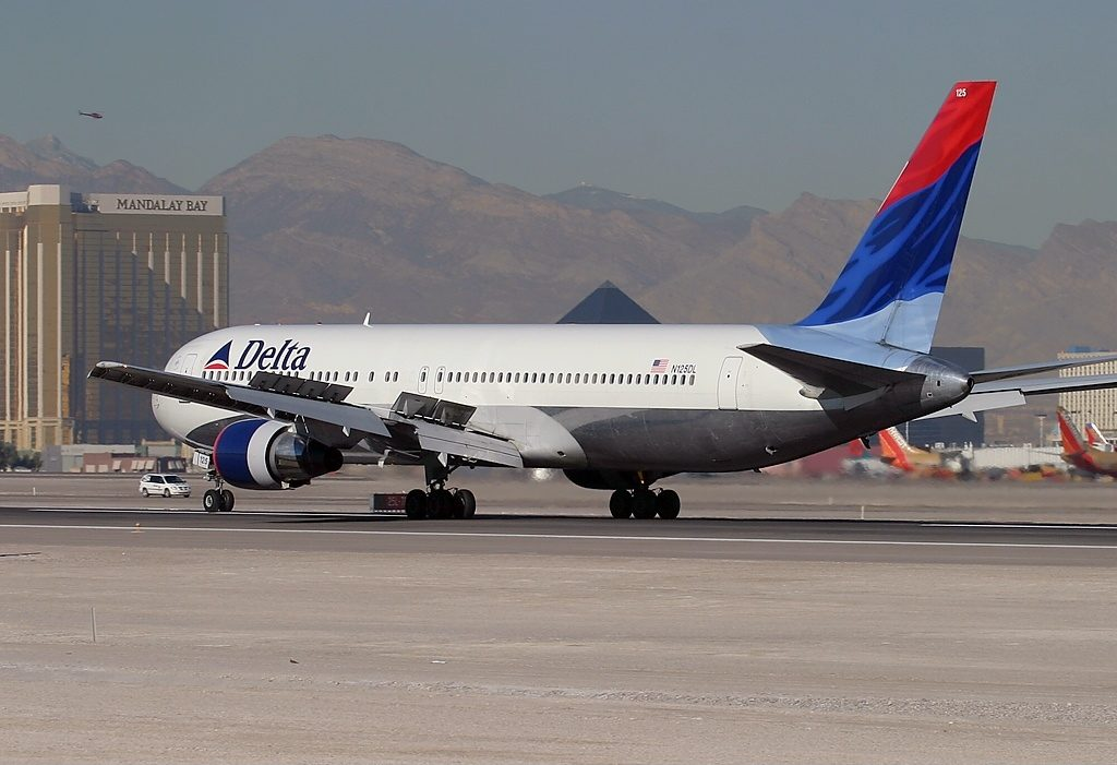 Boeing 767-332 N125DL Delta Air Lines Old Livery Aircraft Fleet Arriving at Las Vegas - McCarran International (LAS : KLAS), USA - Nevada