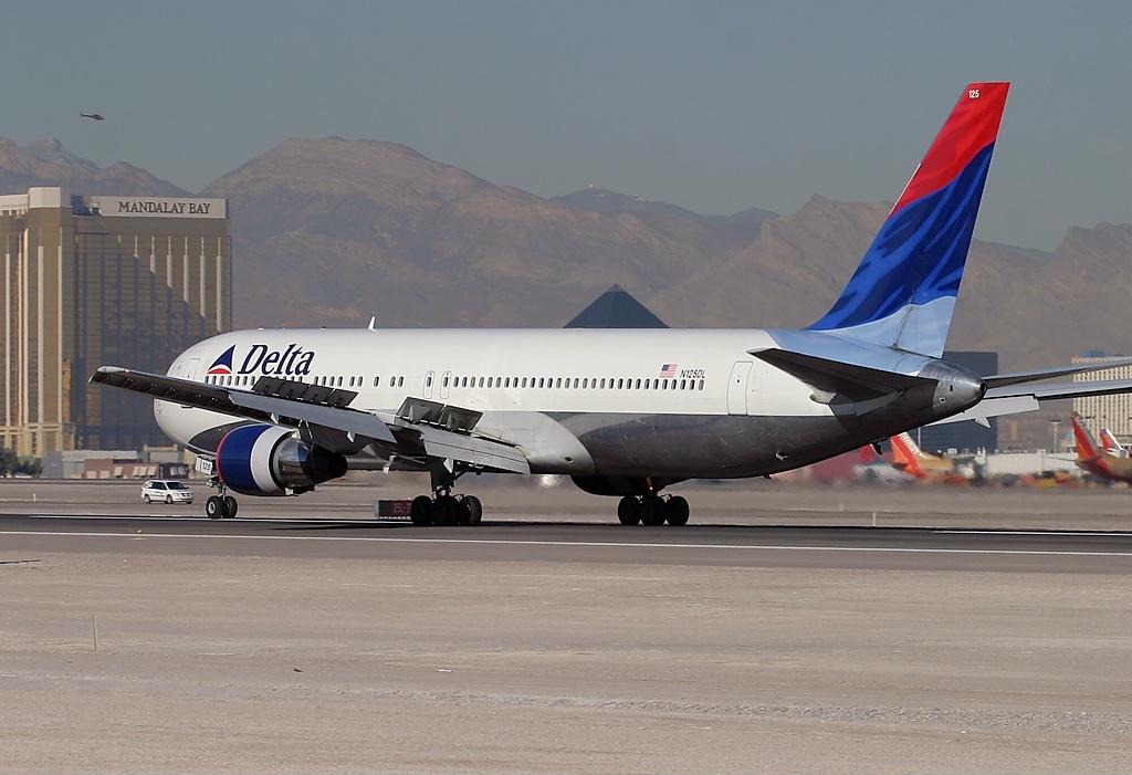 Boeing 767-332 N125DL Delta Air Lines Old Livery Aircraft Fleet Arriving at Las Vegas - McCarran International (LAS : KLAS), USA - Nevada