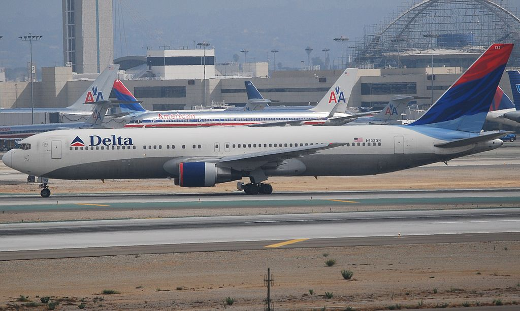 Boeing 767-332 cn:serial number- 24982:348 Delta Air Lines Fleet N133DN Aircraft Photos