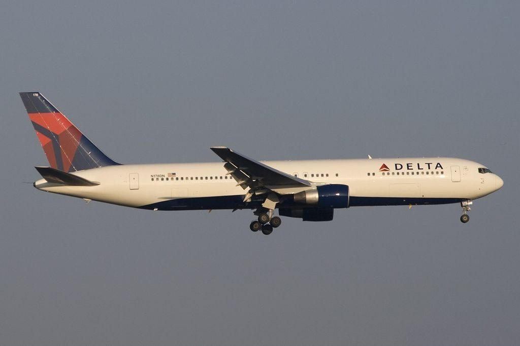 Boeing 767-332(ER) Delta Air Lines N178DN on final at FRA Frankfurt (Rhein-Main), Germany