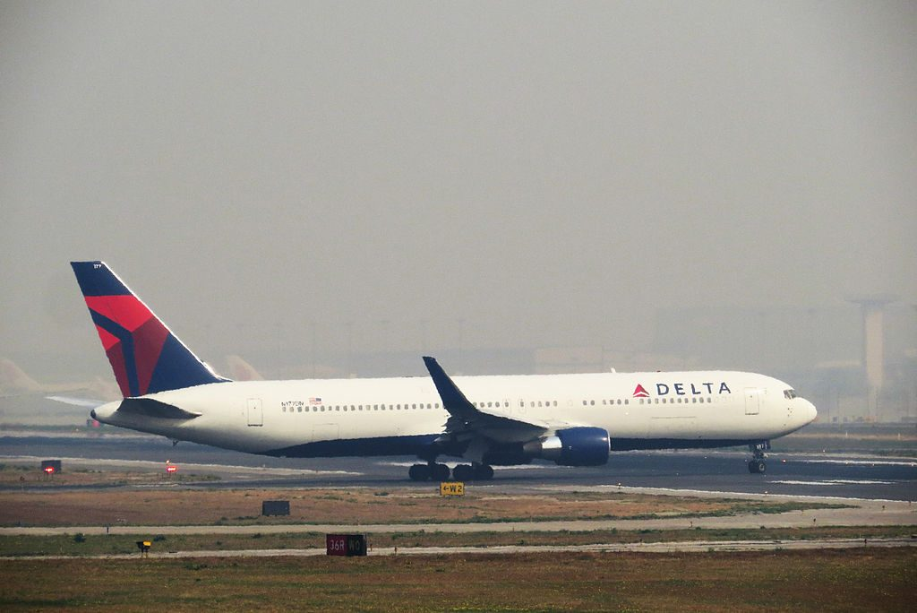 Boeing 767-332ER cn:serial number- 25122:346 Delta Air Lines Fleet N177DN takeoff Beijing Capital International Airport to Seattle
