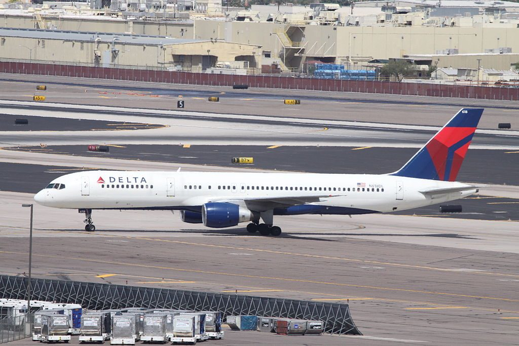 Delta Air Lines Aircraft Boeing 757-232 N618DL cn:serial number- 22908:95 At Phoenix Sky Harbor International