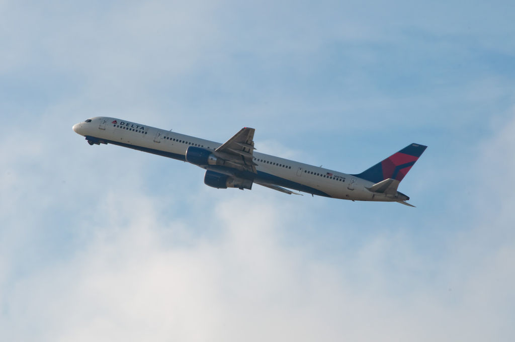 Delta Air Lines Aircraft Fleet N587NW, Boeing 757-300 with the Pratt & Whitney PW2043 engines