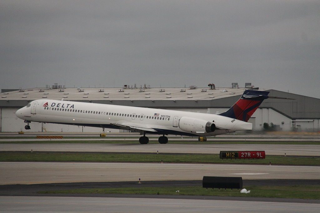 Delta Air Lines Aircraft Fleet N957DN McDonnell Douglas MD-90-30 Hartsfield-Jackson Atlanta International