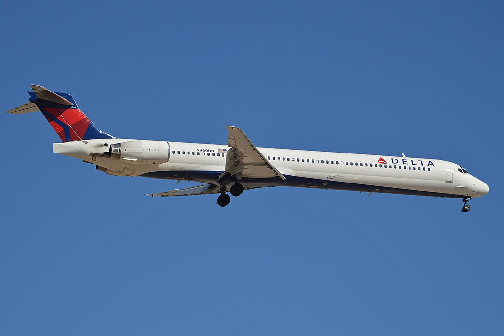 Delta Air Lines Aircraft Fleet N960DN c:n 53530, l:n 2222 McDonnell Douglas MD-90-30 Seen on approach to Tucson International Airport, Tucson, Arizona. USA