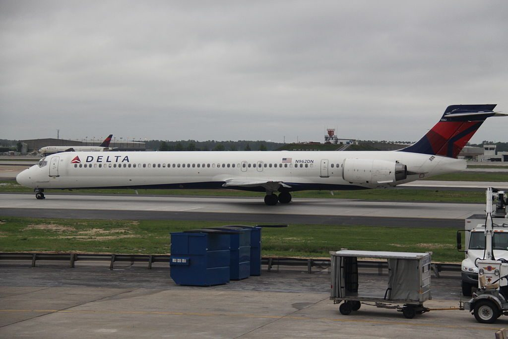 Delta Air Lines Aircraft Fleet N962DN cn:serial number- 53532:2253 McDonnell Douglas MD-90-30 Hartsfield-Jackson Atlanta International