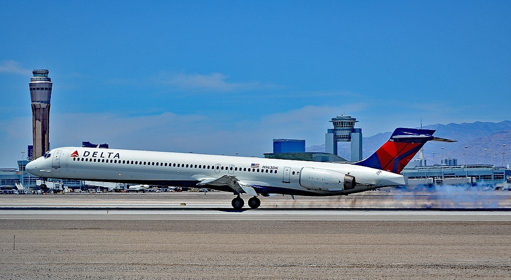 Delta Air Lines Aircraft Fleet N963DN cn:serial number- 53533:2258 McDonnell Douglas MD-90-30 Las Vegas - McCarran International Airport (LAS : KLAS) USA - Nevada