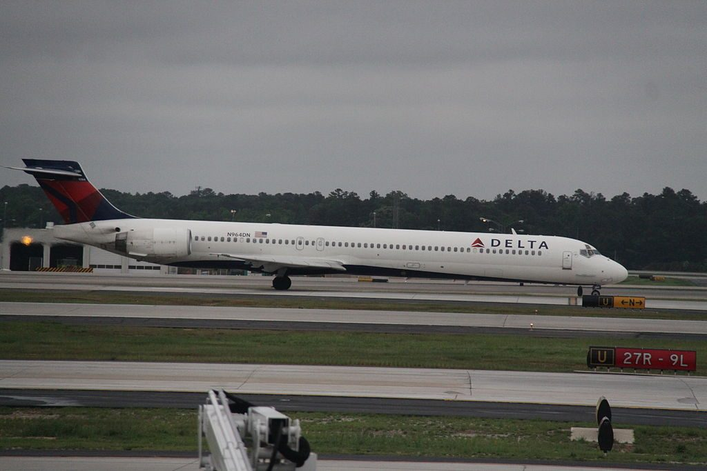 Delta Air Lines Aircraft Fleet N964DN McDonnell Douglas MD-90-30 Hartsfield-Jackson Atlanta International