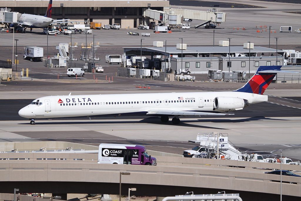 Delta Air Lines Aircraft Fleet N965DN McDonnell Douglas MD-90-30 Phoenix Sky Harbor International