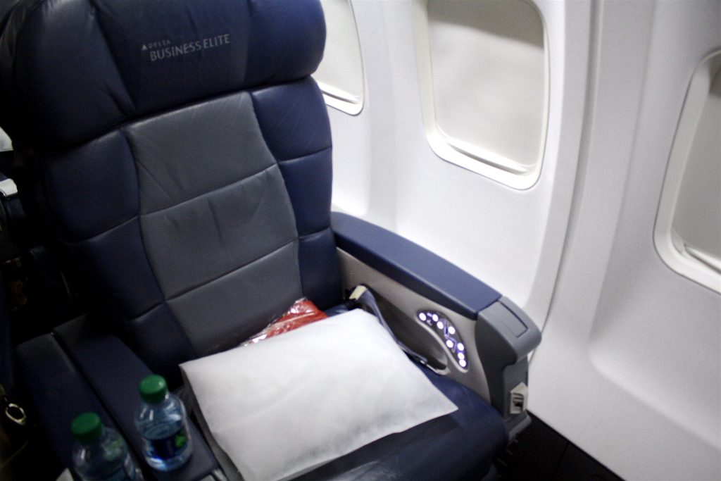 Delta Air Lines Boeing 757-200 Business Elite Class Old Recliner Seats Photos
