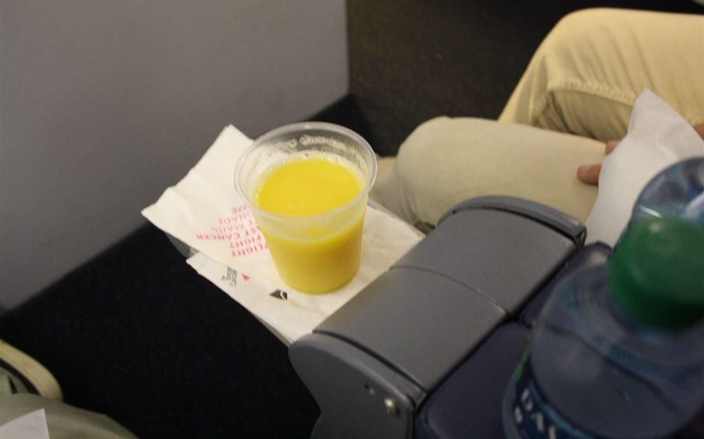 Delta Air Lines Boeing 757-200 Business Elite Class pre-departure drink Photos