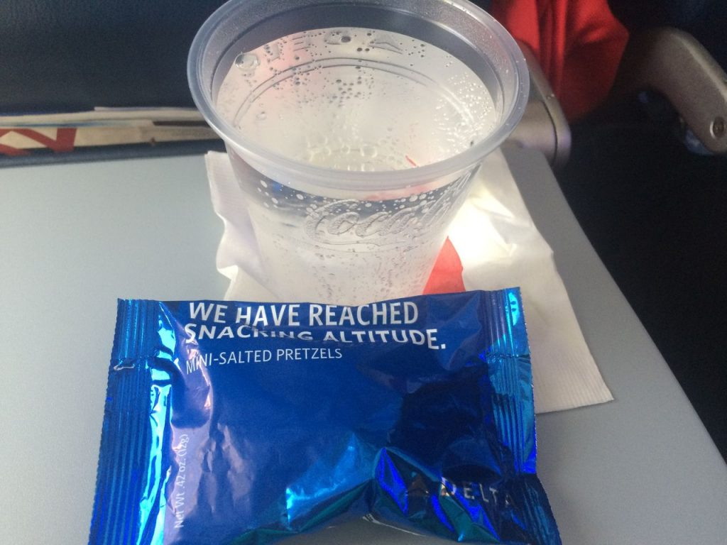 Delta Air Lines Boeing 757-200 Economy Class Inflight Amenities Drink and snacks Photos
