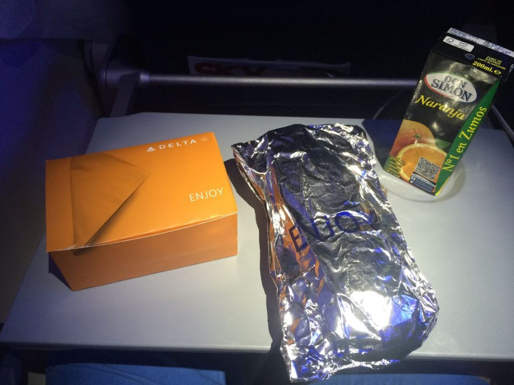 Delta Air Lines Boeing 757-200 Economy Class Inflight Dining Food Service Photos