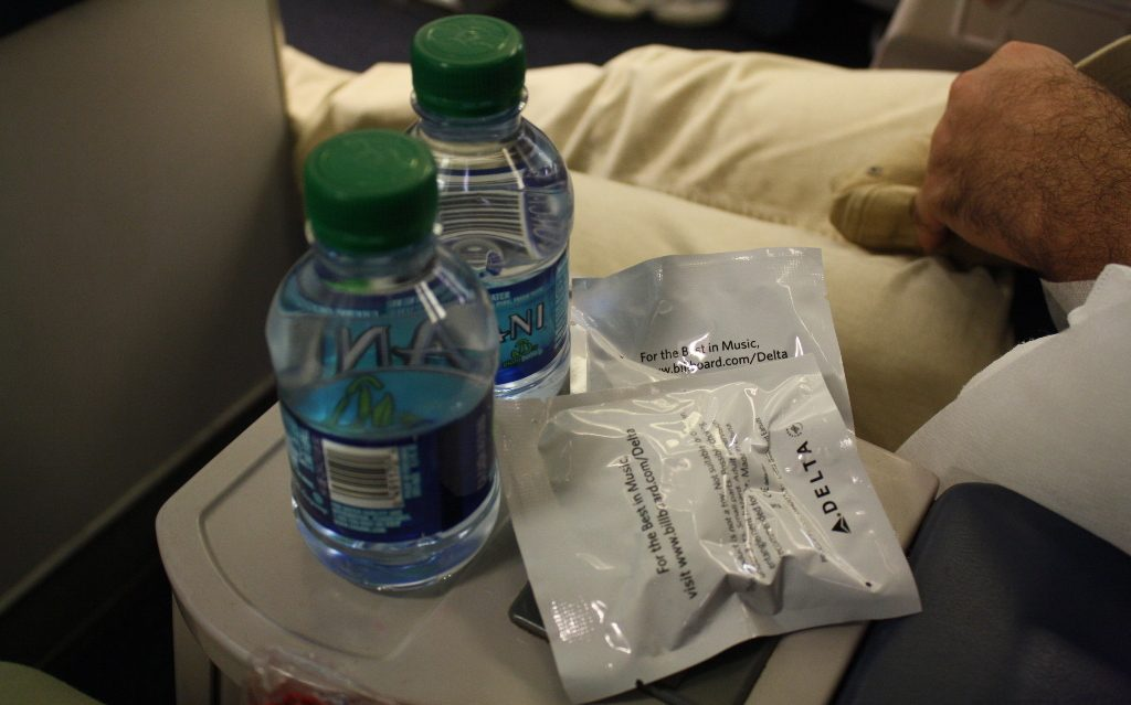 Delta Air Lines Boeing 757-200 First Class Seats Bottles of water on the central console Photos