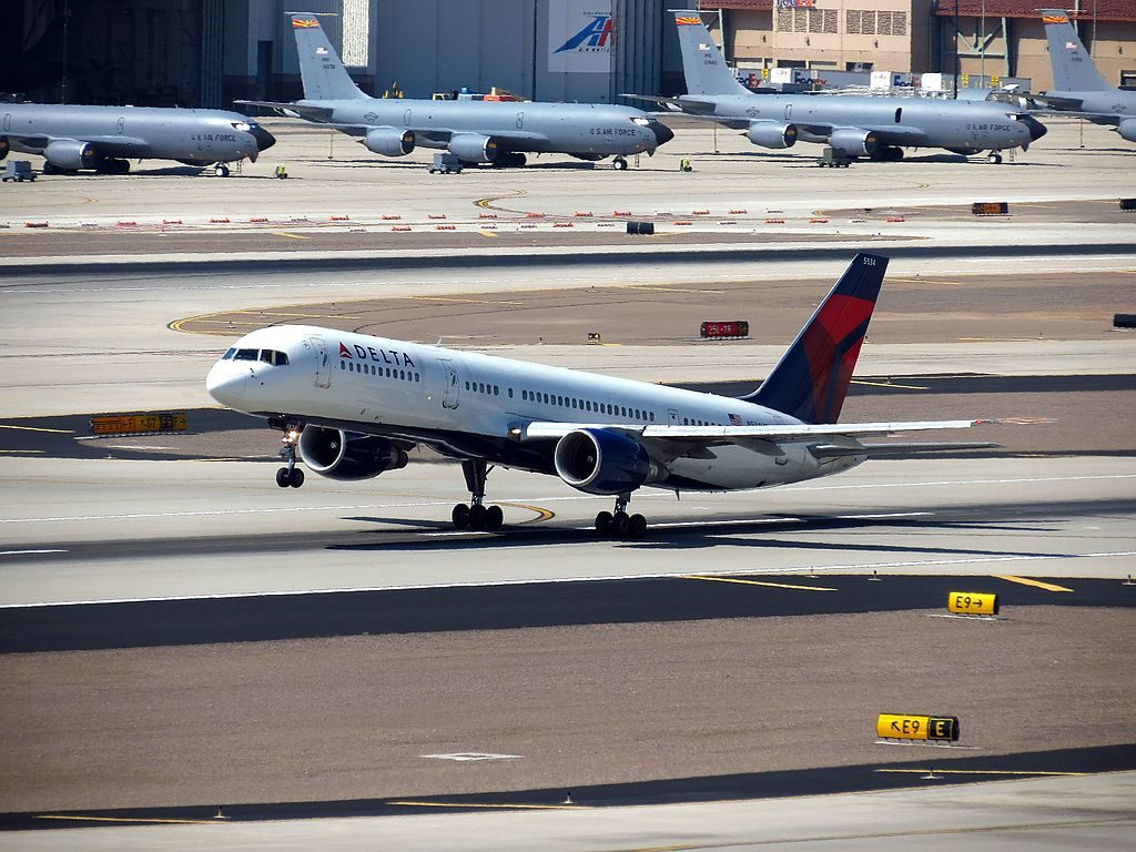 Delta Air Lines Boeing 757-200 N534US take off at Phoenix Sky Harbor International Airport