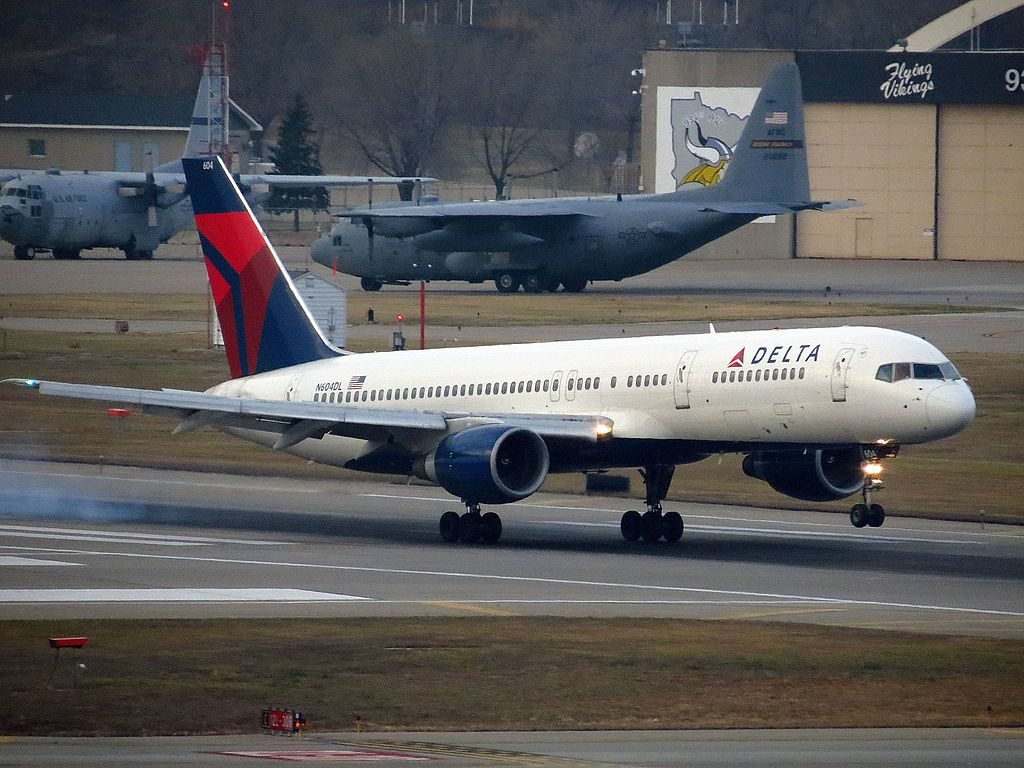 Delta Air Lines Boeing 757-200 N604DL at Minneapolis-Saint Paul International Airport