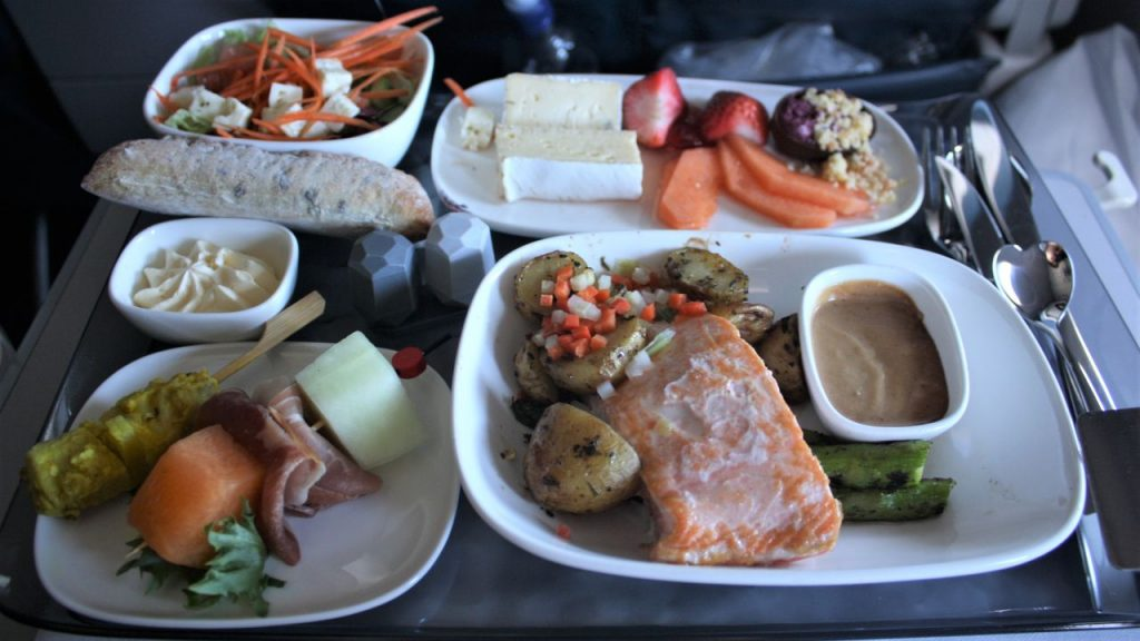Delta Air Lines Boeing 757-200 Premium Economy (Comfort+) Class Inflight Amenities Main Course Menu Photos
