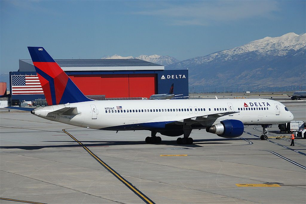 Delta Air Lines Boeing 757-212; N751AT @SLC Salt Lake City International Airport