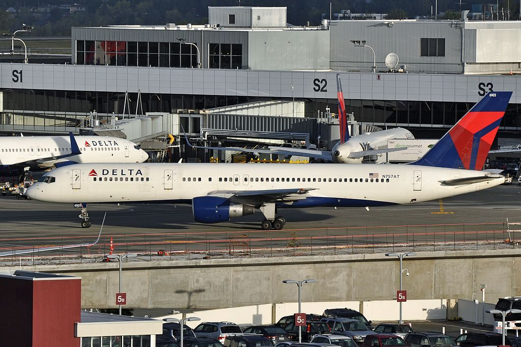 Delta Air Lines, Boeing 757-212, N757AT - at SEA Seattle–Tacoma International Airport