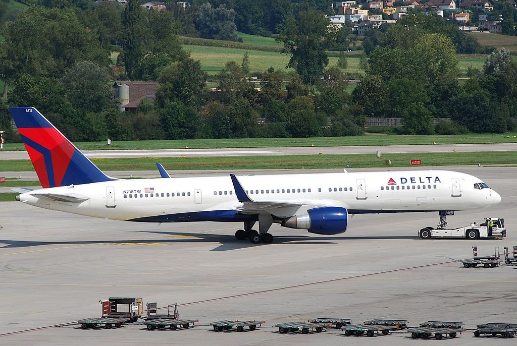 Delta Air Lines Boeing 757-231; N718TW Pushback by tugs @ZRH Zurich Airport