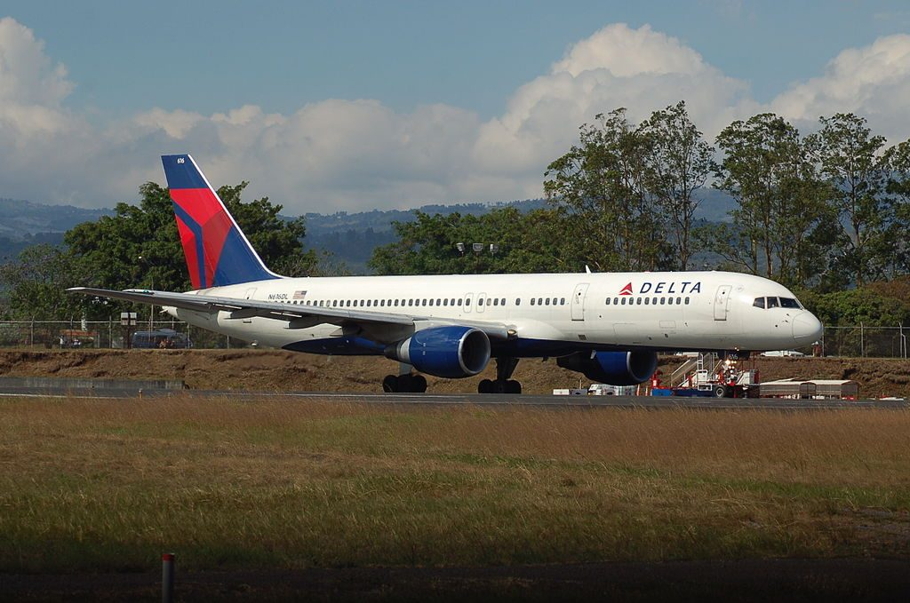 Delta Air Lines Boeing 757-232 N616DL (cn 22823-91) at San Jose-Juan Santamaria,Costa Rica