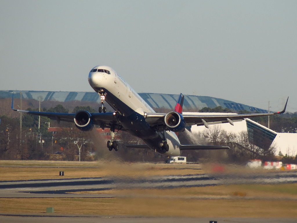 Delta Air Lines Boeing 757-300 N588NW Full Speed Take Off at Hartsfield-Jackson Atlanta International Airport