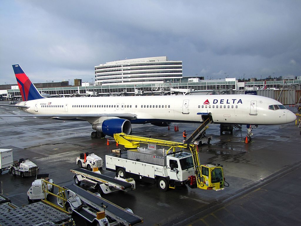 Delta Air Lines Boeing 757-300 N588NW Service Maintenance at Seattle-Tacoma International Airport