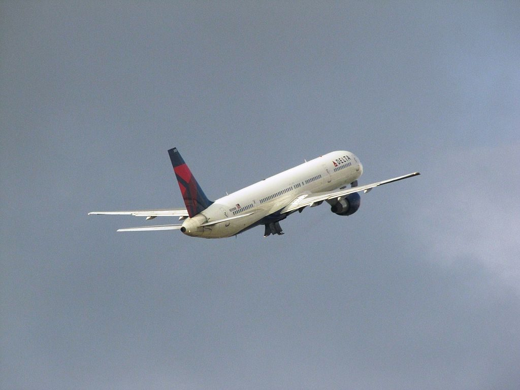 Delta Air Lines Boeing 757-300 N590NW Climbing after take off at Hartsfield-Jackson Atlanta International Airport
