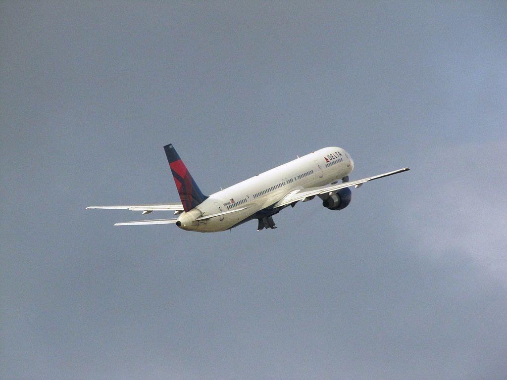 Delta Air Lines Boeing 757-300 N590NW Climbing after take off at Hartsfield-Jackson Atlanta International Airport