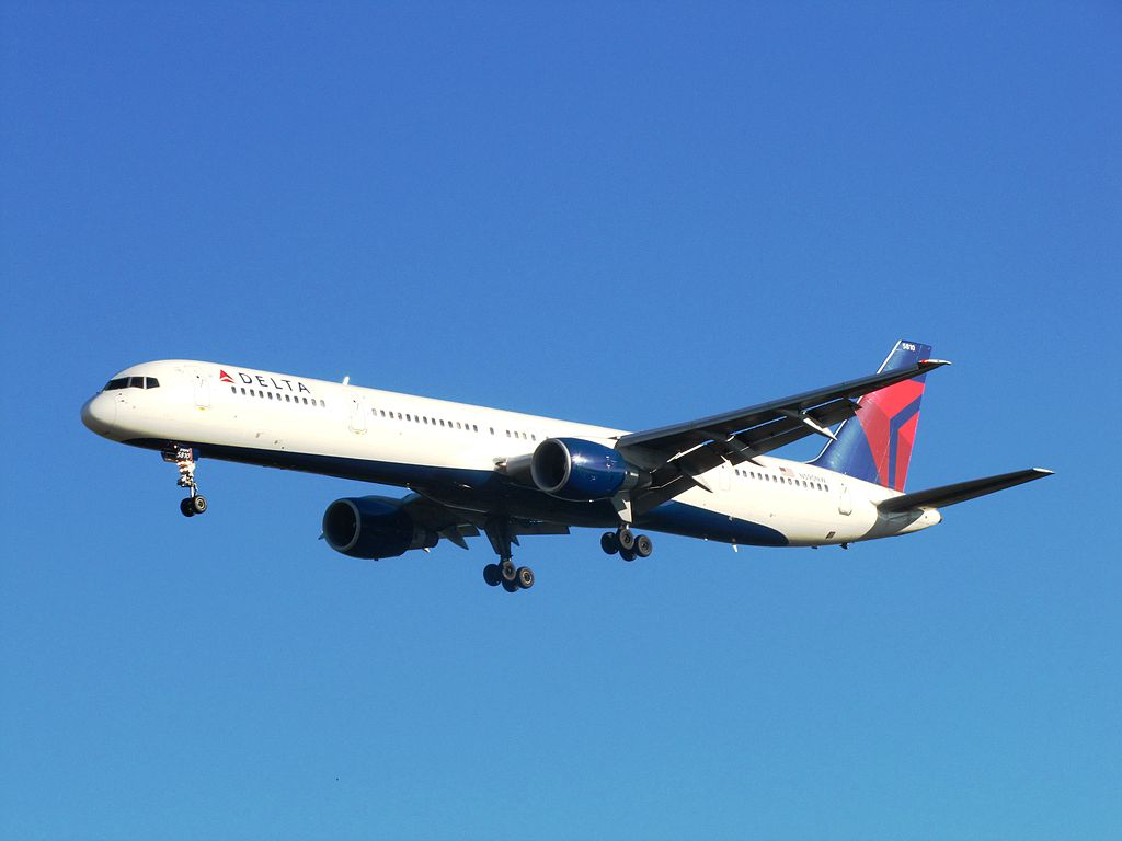 Delta Air Lines Boeing 757-300 N590NW Final Approach Photos at Seattle-Tacoma International Airport