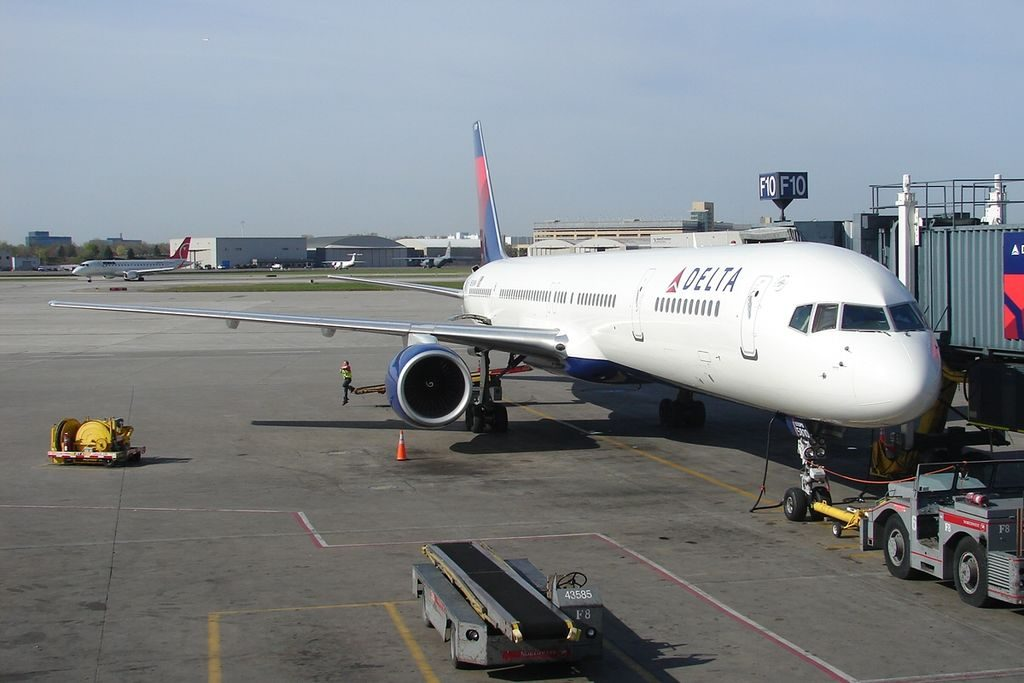 Delta Air Lines Boeing 757-300 N590NW at gate passenger boarding photos