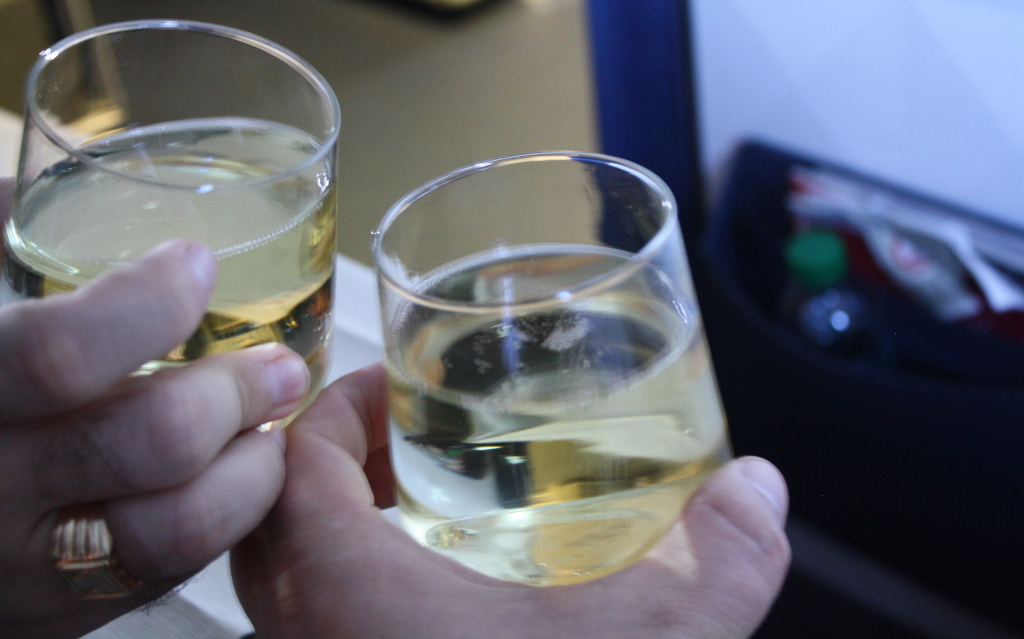 Delta Air Lines Boeing 757-300 first class cabin inflight amenities Duval-Leroy champagne service photos