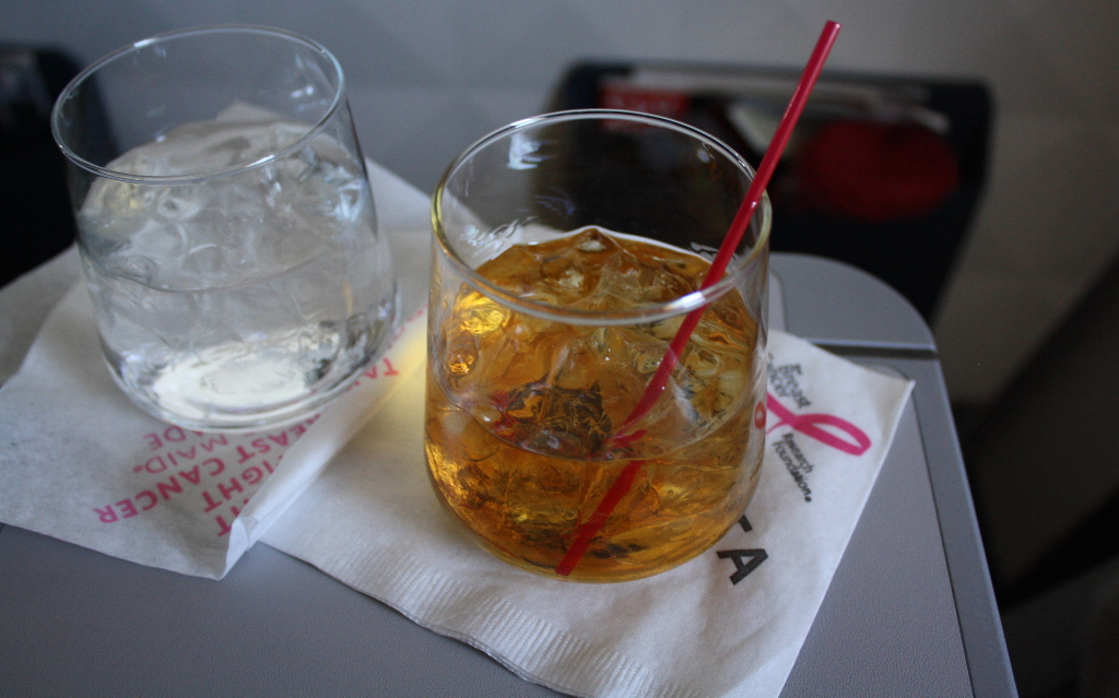 Delta Air Lines Boeing 757-300 first class cabin inflight amenities Woodford Reserve after-dinner drink service photos