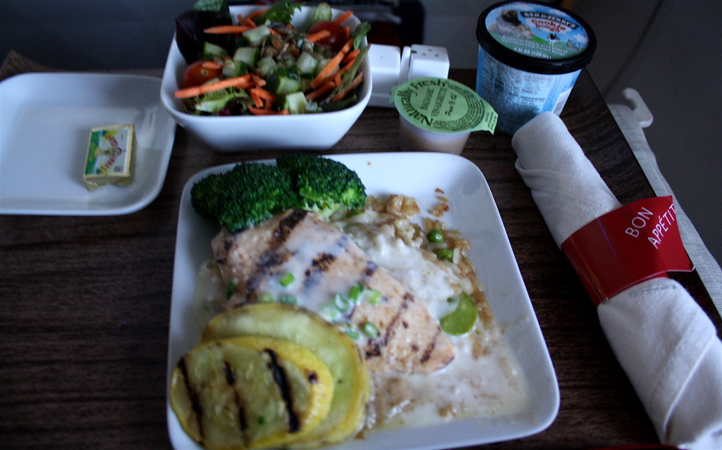 Delta Air Lines Boeing 757-300 first class cabin inflight amenities food main course service photos