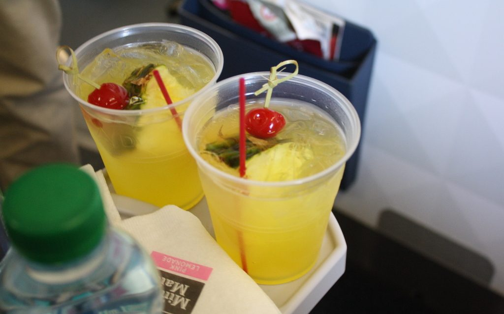 Delta Air Lines Boeing 757-300 first class cabin pre-departure drinks photos