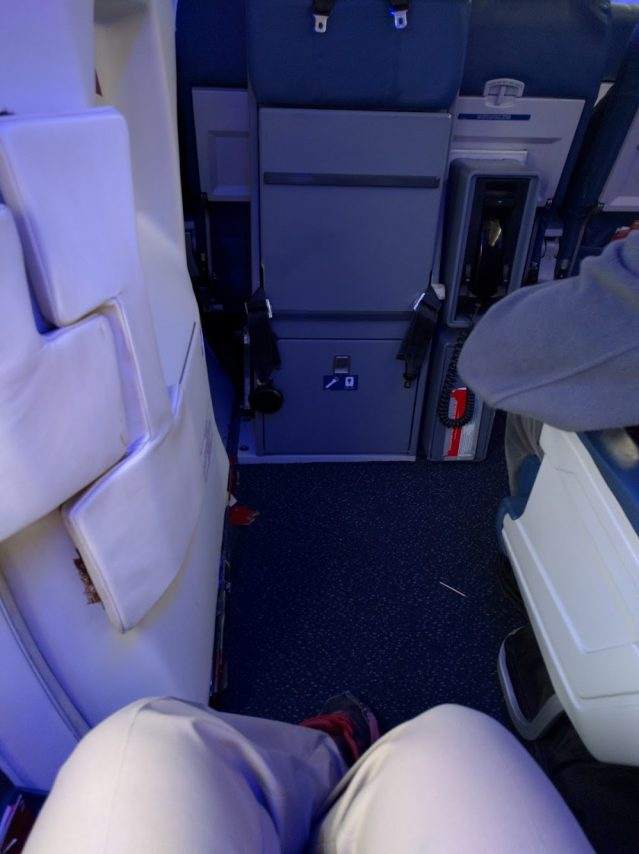 Delta Air Lines Boeing 757-300 main cabin economy class bulkhead seats legroom photos
