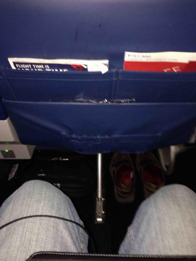 Delta Air Lines Boeing 757-300 main cabin economy class seats pitch legroom photos