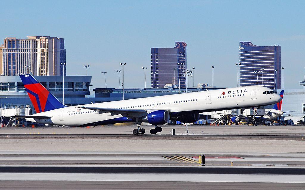 Delta Air Lines Boeing 757-351 N585NW at Las Vegas McCarran International Airport (IATA- LAS, ICAO- KLAS, FAA LID- LAS)