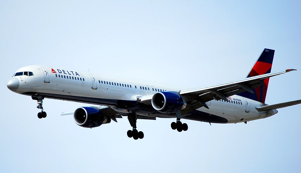 Delta Air Lines Boeing 757-351 N591NW - 5811 (cn 32991-1030) Final Approach at Las Vegas - McCarran International (LAS : KLAS) USA - Nevada
