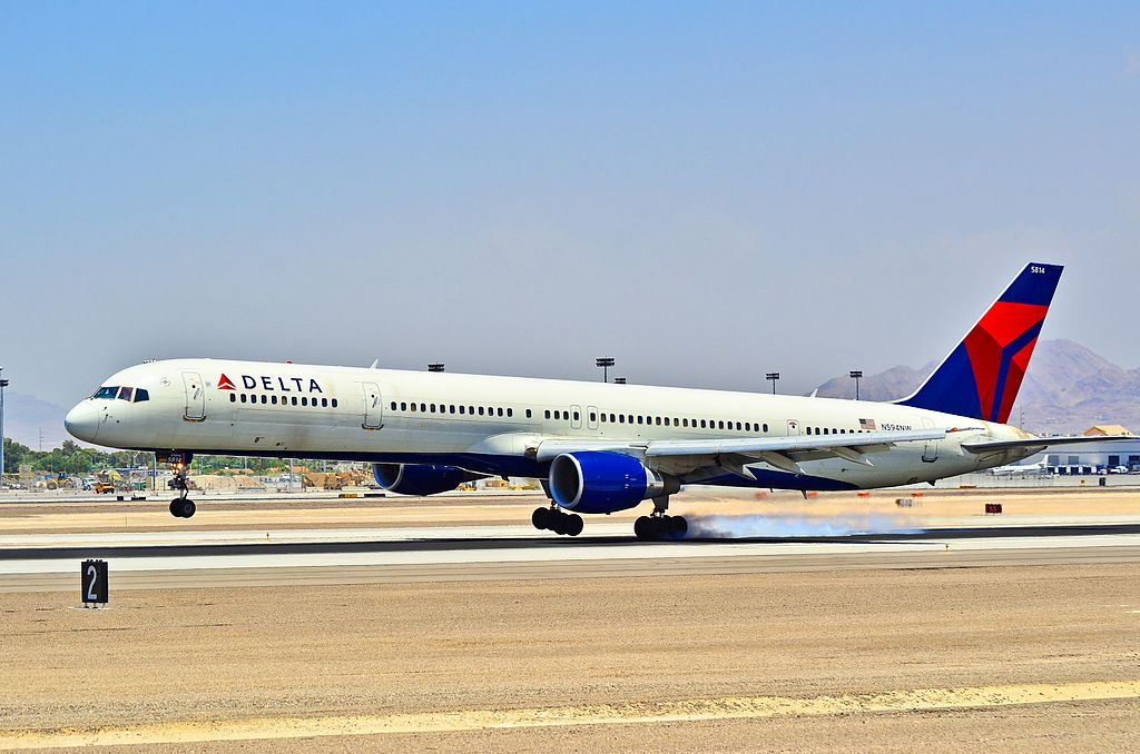 Delta Air Lines Boeing 757-351 N594NW - 5814 (cn 32994-1035) Smoky Landing at Las Vegas - McCarran International (LAS : KLAS) USA - Nevada