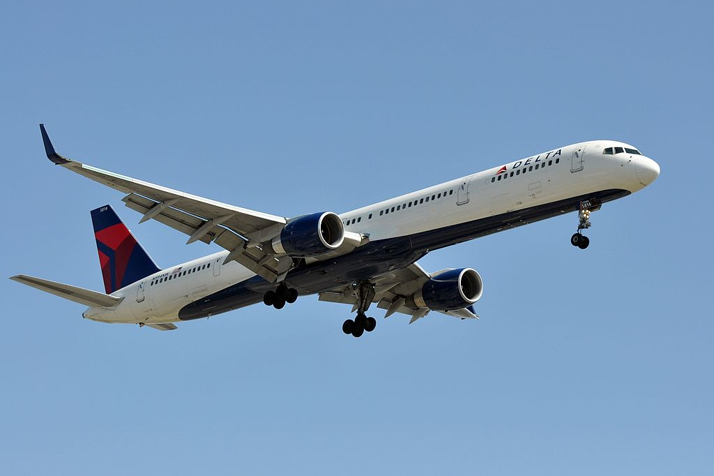 Delta Air Lines, Boeing 757-351, N594NW Final Approach at LAX Airport Photos