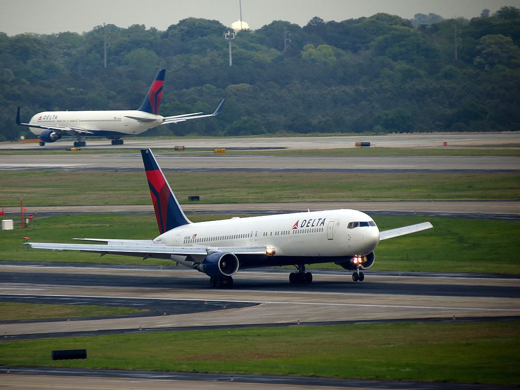 Delta Air Lines Boeing 767-300 N125DL Take Off Photos Hartsfield-Jackson Atlanta International Airport