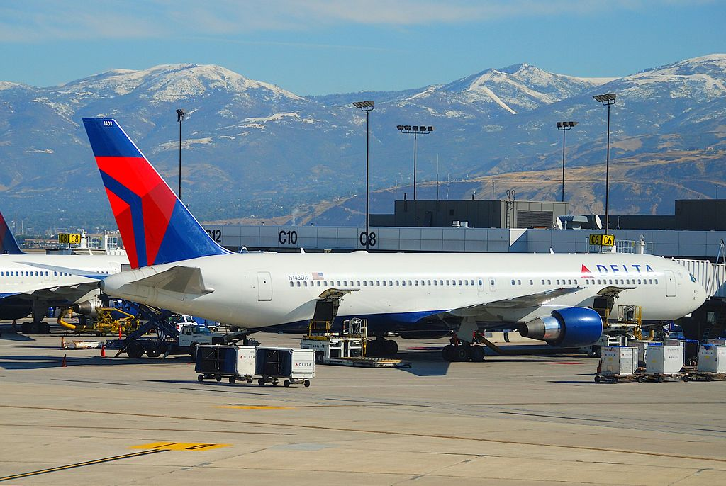 Delta Air Lines Boeing 767-300; N143DA @SLC Salt Lake City Airport