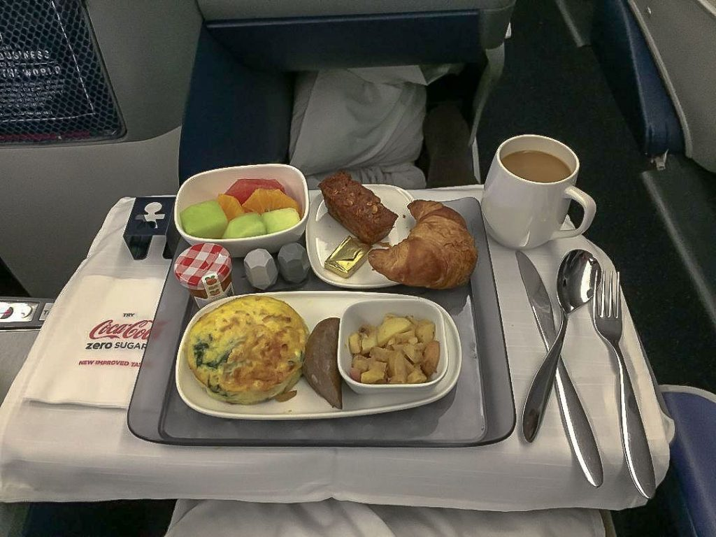 Delta Air Lines Boeing 767-300ER Business Class (First Delta One) Inflight amenities breakfast services Photos