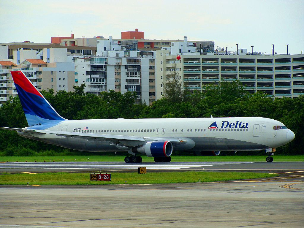 Delta Air Lines Boeing 767-332 N127DL (cn 24077-203) Taxiing at San Juan - Luis Muñoz Marin International (SJU:TJSJ) - Puerto Rico 2009